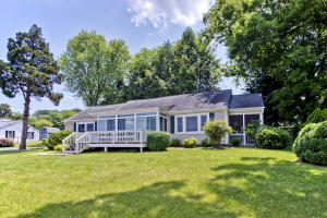 Gorgeous Lakeview Home in Fantastic Location... in the Heart of Kingston.