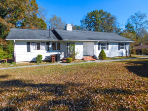 114 E Price Rd, Oak Ridge, TN 37830