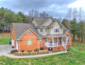 Sits beautifully on a gentle slope providing sweeping country views.