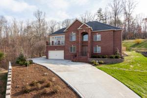 8133 Laurel Falls Lane, Knoxville, TN 37931