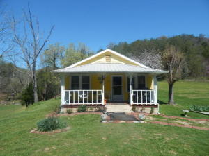 2945 Broken Valley Rd, Thorn Hill, TN 37881