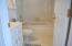Full hall bath upstairs