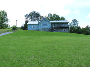 744 Dry Valley Rd, Townsend, TN 37882