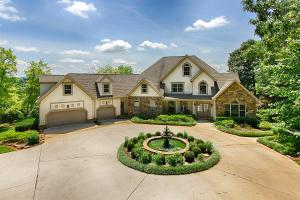 Gorgeous lakefront home with circle drive and fountain