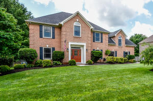 All brick 2 story on quiet culdesac lot, backs to private common area