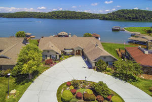 Tellico Lakefront Living at its' Finest!