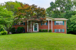 704 Coventry Rd, Knoxville, TN 37923