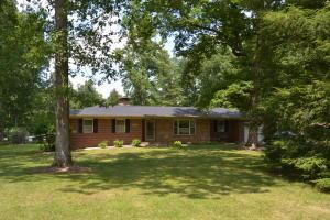 1750 W Creston Rd, Crossville, TN 38571