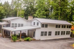 135 White Creek Court, Deer Lodge, TN 37726
