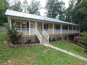 142 Posey Lane, Jacksboro, TN 37757