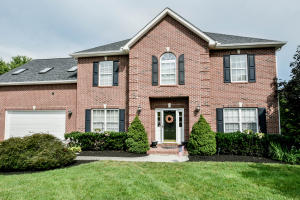 WELCOME HOME! This all brick beauty is located in Farragut's Fort West Neighborhood!