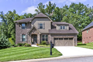 """Previously Featured In """"Parade of Homes""""! Stunning Home Nestled in the Heart of Farragut"""