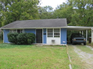 Welcome to 117 Briar Road. Wonderful investment property or starter home.