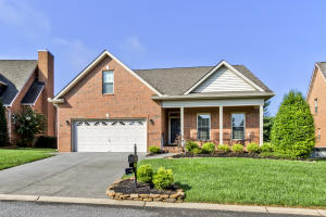 Glen Abbey... Popular Farragut Neighborhood with Lawn Care. Detached All One Level Brick Home.