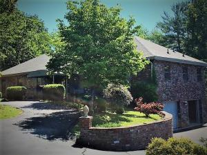 9500 Briarwood Drive, Knoxville, TN 37923