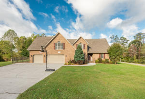 Large Home offers 3Bedrooms, 3-Car Garage, & Oversized Bonus Room