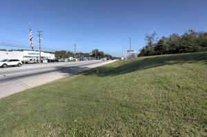 Front View-Northbound Alcoa Hwy