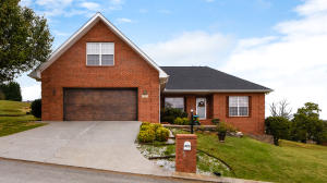 423 Royal Oaks Drive, Maryville, TN 37801