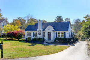 Sweet cottage with WOW factor renovations!
