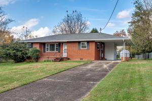 102 Wayne Rd, Oak Ridge, TN 37830
