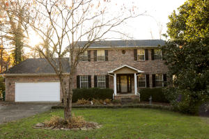Two story basement home...great West Knox location!