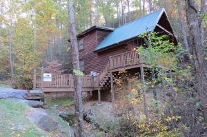 660 Black Bear Falls Way, Gatlinburg, TN 37738