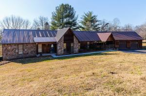 4-Bedrooms, 4 Baths, Screened Cover Porch, Back Deck, Double Car Garage, One Under-side Garage