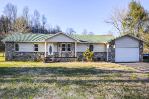 1108 Lookout Ave, Oliver Springs, TN 37840