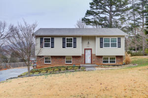 4304 Angola Rd, Knoxville, TN 37921