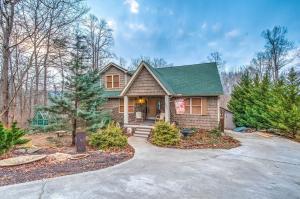 231 Mountain Lake Drive, Rocky Top, TN 37769