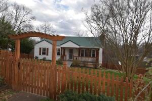 208 Locust Hill Lane, Knoxville, TN 37920