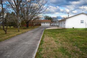 1414 E Brown School Rd, Maryville, TN 37804