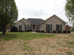 Custom built, one owner home. Situated on .37 of an acre, in the heart of Farragut. Just minutes from Turkey Creek shopping, Farragut Schools and Library.