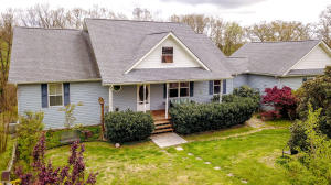 4.81 acres one owner home built in 2005