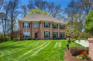 Welcome To This Meticulous and Stunning House in a Favorite Farragut Neighborhood....Holly Oaks!!!