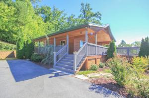3739 Harris Mountain Way, Sevierville, TN 37876