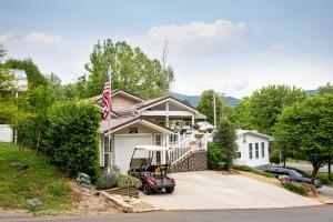 406 Mountain Thrush Drive, Townsend, TN 37882