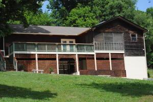 398 Clear Branch Rd, Rocky Top, TN 37769