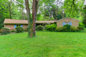 5715 Crestwood Drive, Knoxville, TN 37914