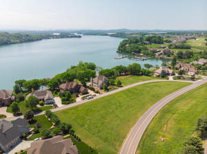 740 Rarity Bay Pkwy, Vonore, TN 37885