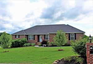 Quality home in Highly Desired Davis Acres