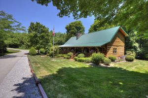 Lake access 4 bed, 3.5 bath log house on a private lot.