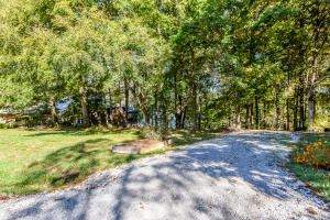 Beautiful Wooded Dockable Lakefront Lot