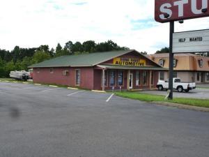 1421 Winfield Dunn Pkwy, Sevierville, TN 37876