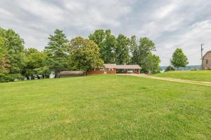 4632 Gravelly Hills Rd, Louisville, TN 37777