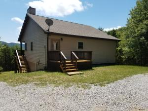 1112 N Union Rd, Thorn Hill, TN 37881