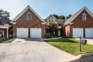 All brick condo in the heart of Hardin Valley. Convenient to Oak Ridge and Knoxville.