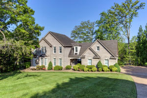 Welcome to Gated Lakefront & Golf Living