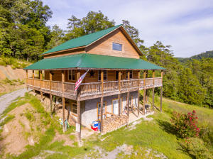 6938 War Creek Rd, Thorn Hill, TN 37881