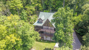 665 Country Club Rd, Townsend, TN 37882
